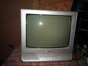 телевизор Самсунг маленький с кронштейном и большой в рабочем состоя