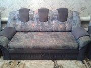 Срочно продам б/у диван с двумя креслами.
